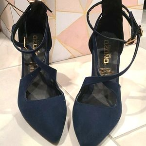 Blue pointy toe heel